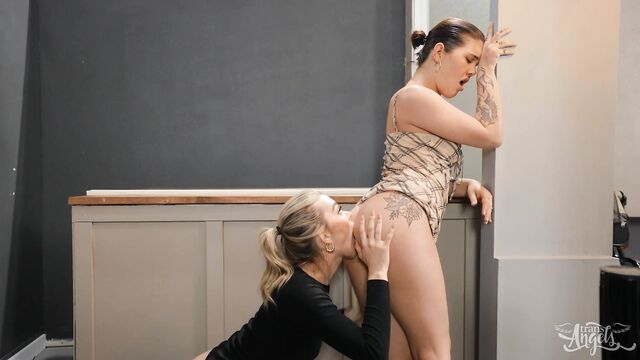 Ледибой Эмма Роуз и Дейзи Тейлор: Трахни меня в жопу!
