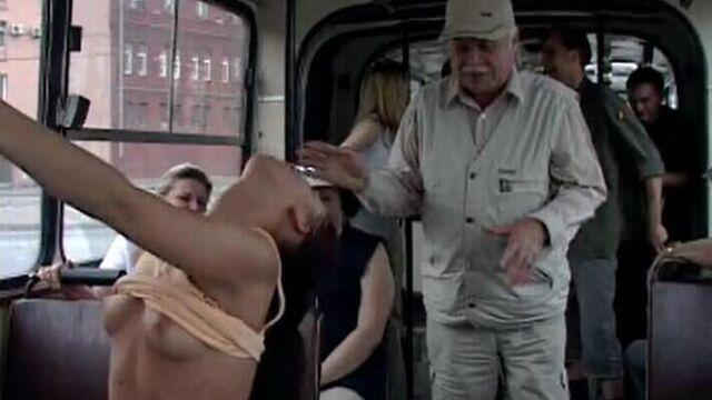 Публичное русское порно в городском автобусе