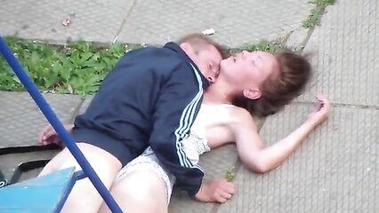 Публичное порно пьяных алкашей