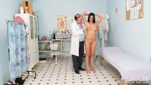 Доктор гинеколог проинспектировал пациентку