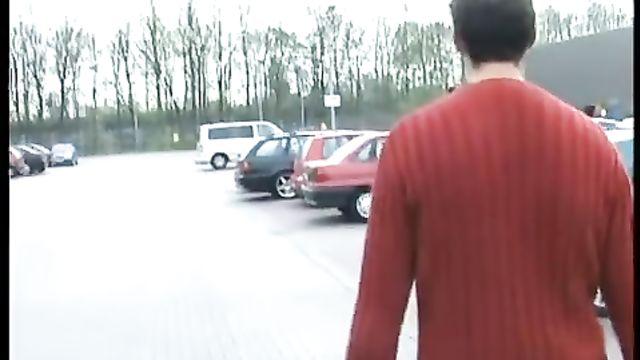 Немец снял на улице шлюшку для анала