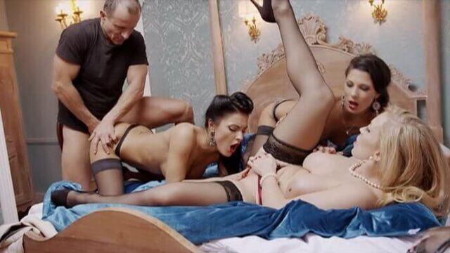 Порно фильмы: Замужняя женщина. Зов страсти с переводом