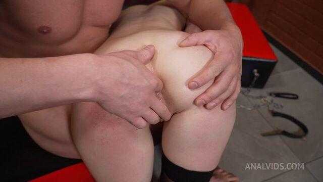 Грубое БДСМ порно, анал с Вивиан Грейс в противогазе!