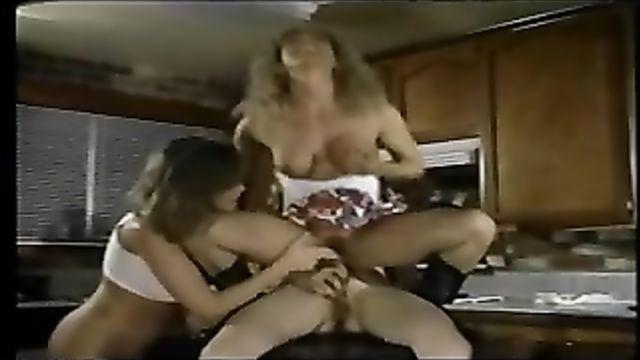 Две лесбиянки и гермафродит