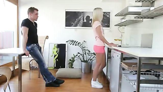 Заводное порно в анал с нежной блондинкой