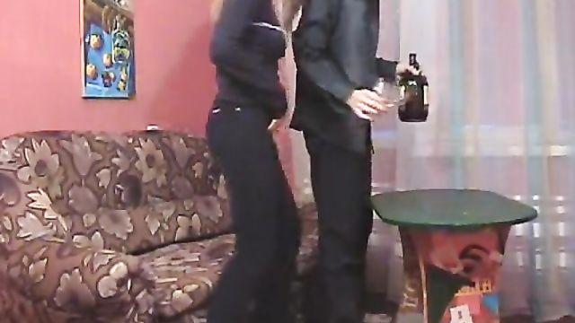 Русское порно с пьяной в хлам студенткой