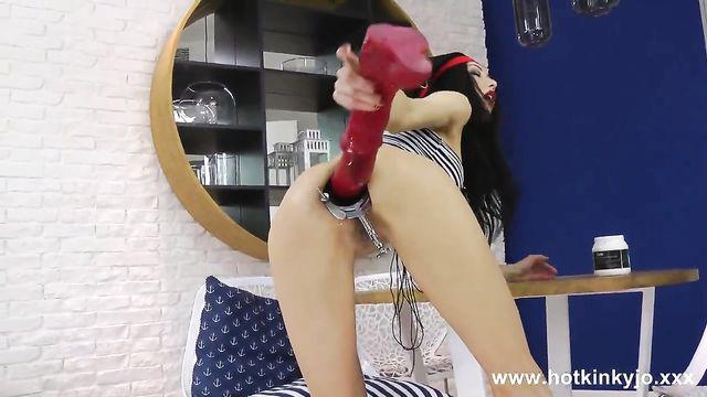 Анальный расширитель и мастурбация анала