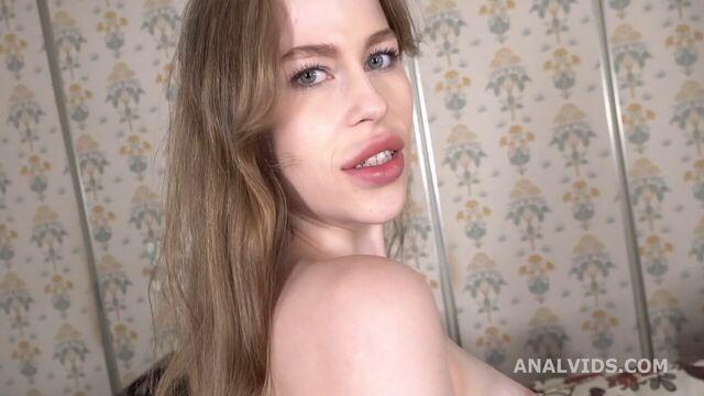 Грубый анал с большим членом и русской красоткой Sofy Lucky