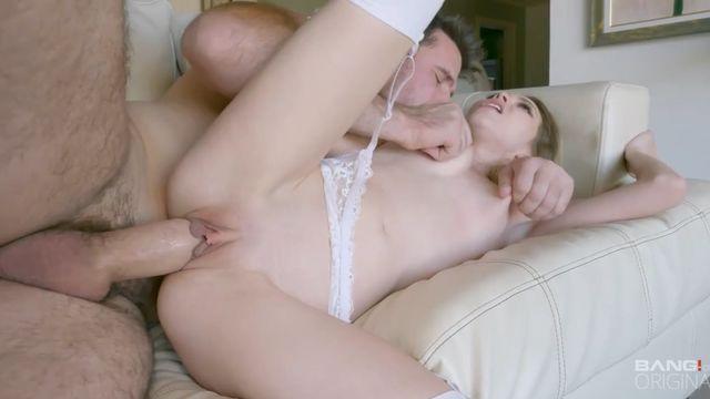 Огромный толстый белый член в попке блондинки Энджел Смоллс