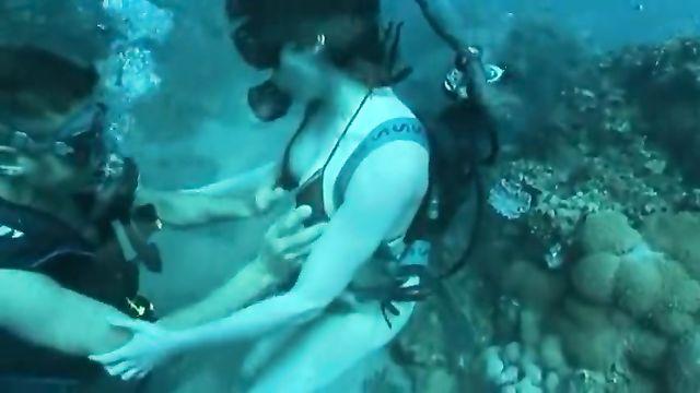 Необычное порно: Секс под водой
