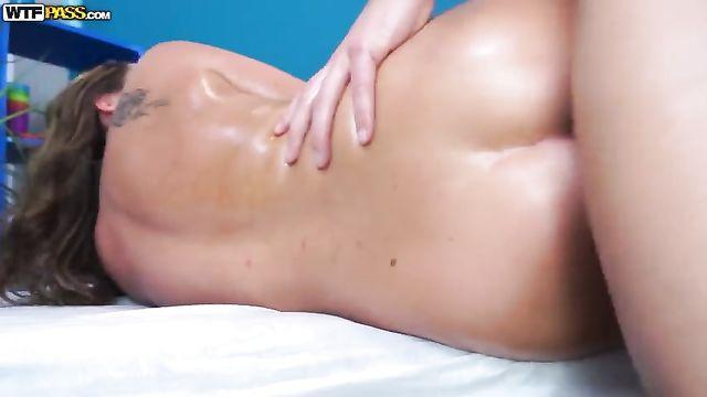 Качественное HD порно: Ангелина Дорошенкова и массажист