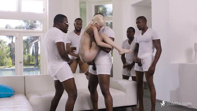 5 больших черных толстых членов терзают худую блондинку