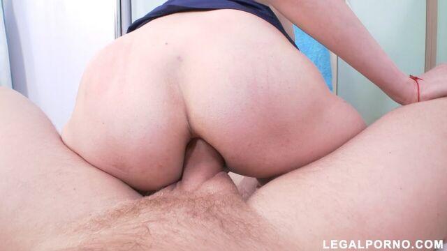 Русское порно: анал на кухне с худой задницей молодой домохозяйки