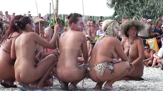 Фестиваль нудистов на пляже в Коктебеле, Крым