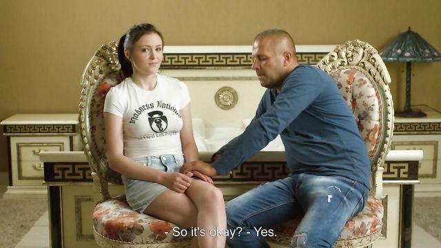 Русская Галина курносая теряет девственность на камеру