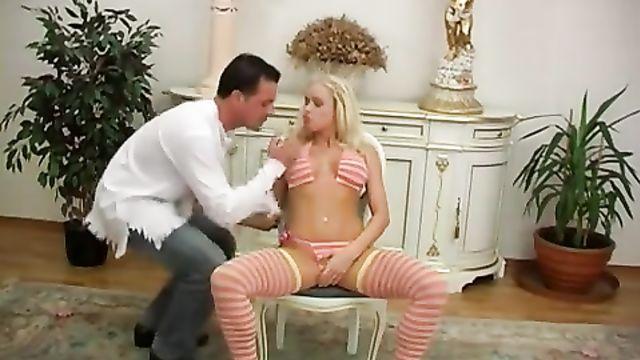Блондинка обожает анальный секс