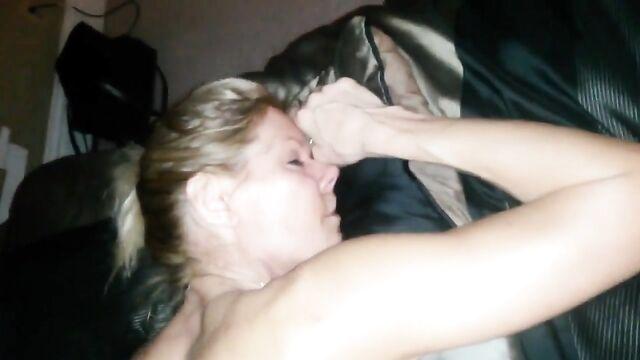 Домашнее любительское порно: Анал с пьяной спящей женой