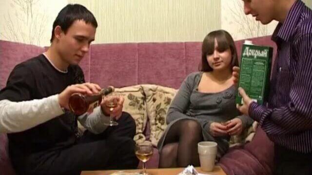 Развели пьяную русскую студентку на анальный секс