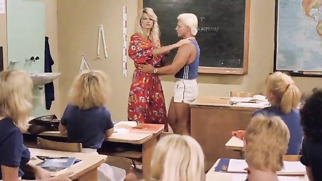 Порно фильмы: Шесть шведок в пансионате