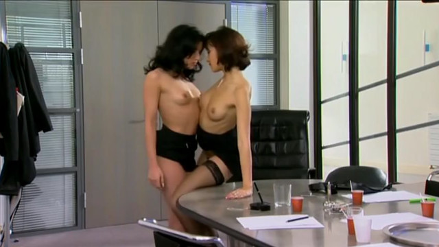 Интимная близость / En Toute Intimite (2004) порно фильм онлайн