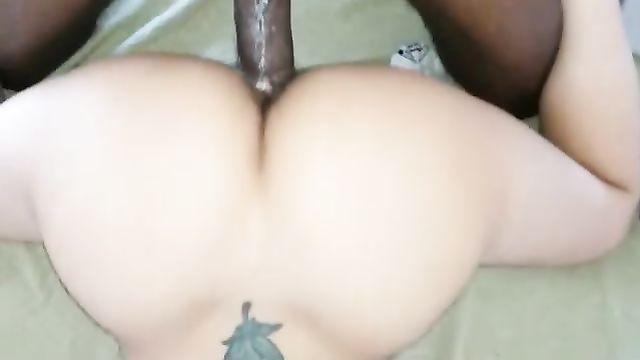 Сочный секс с большим черным членом в позе DoggyStyle
