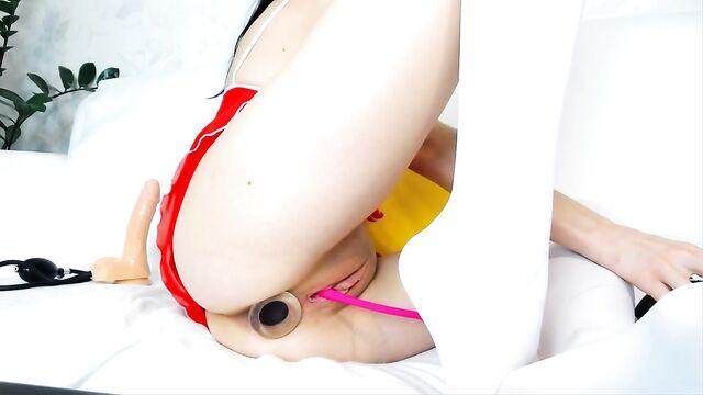 Русское домашнее порно: Толстая анальная пробка в заднице