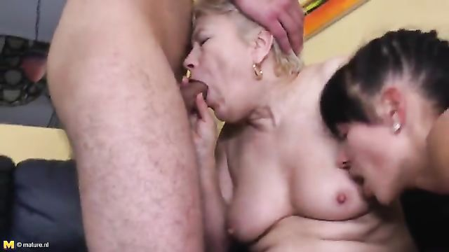 Молодая пара соблазнила на секс пожилую служанку