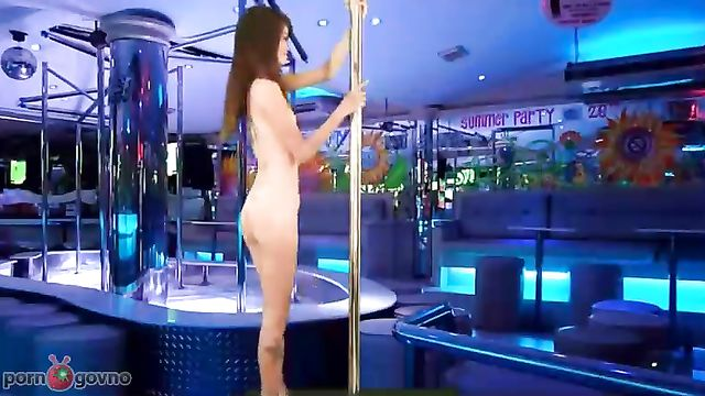 Стройная длинноногая азиатка пришла на секс кастинг