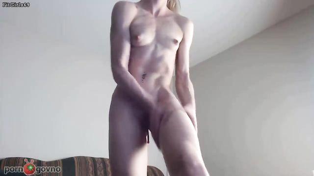 Невероятно красивые формы молодой фитнес девушки