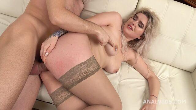 Грубый анальный секс с русской молодой прыщавой задницей