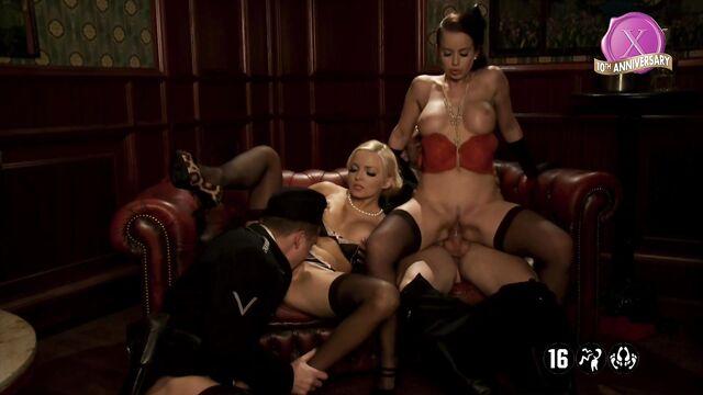 Бесславные сучки | Inglorious Bitches — порно фильм XXX пародия