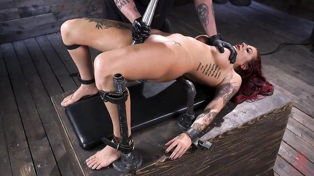 БДСМ порно: Садо мазохистские навыки опытной госпожи