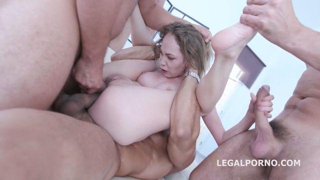 Грубый групповой секс во все дыры с большими членами
