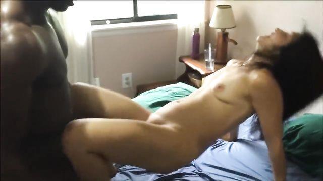 Все темнокожие парни обожают секс с белыми девушками