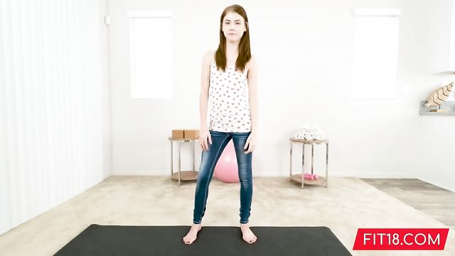 Секс с молодыми: Молоденькая 18-летняя Ханна. 157 см, 47 кг.