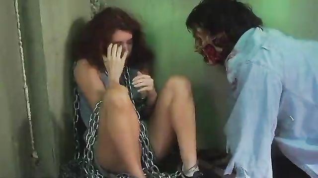 Оборотень в женской тюрьме - порно фильм ужасы с русским переводом