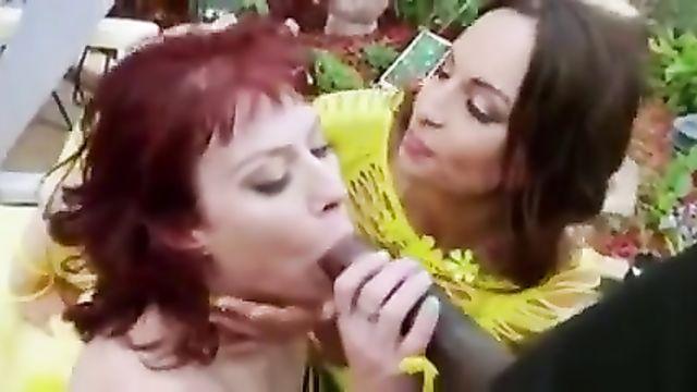 2 лесбиянки, анальный пролапс и большой черный член
