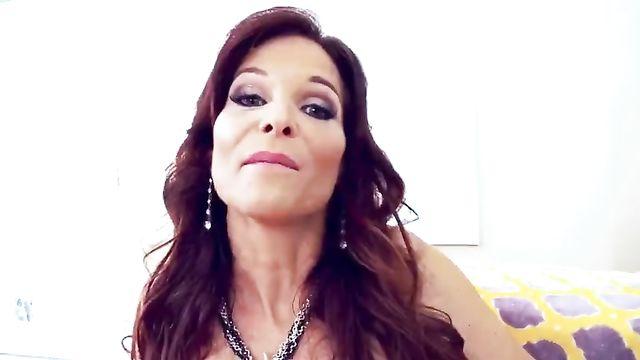Подборка порно: Большие члены трахают телок в анал