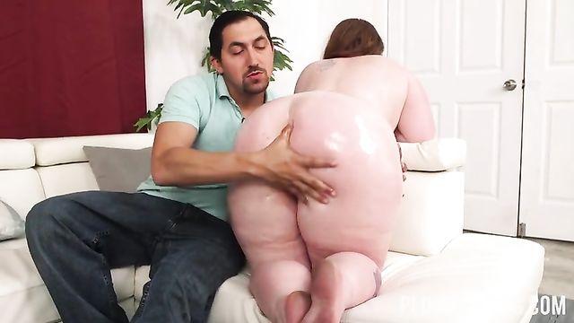 Секс видео с молоденькой толстушкой