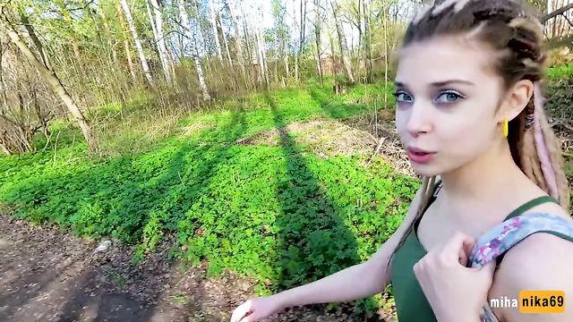 Русская молоденькая минетчица в глухой забитой деревне
