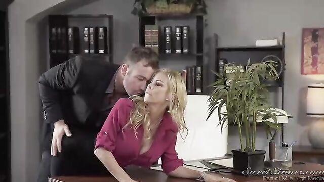 Полный порнофильм Любовница (The Mistress) с русской озвучкой
