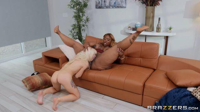 Нежная худая Кензи Ривз и толстая жирная темнокожая негритянка