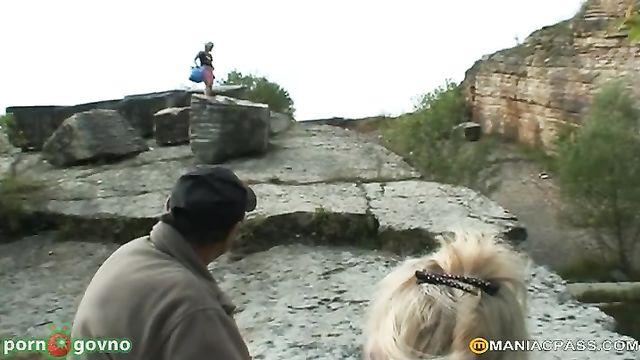 Пара пенсионеров на рыбалке поебалась с молоденькой