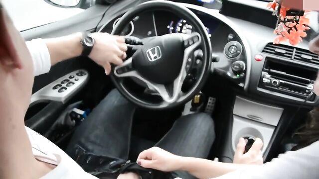 Домашнее любительское порно: минет в авто с проглотом спермы
