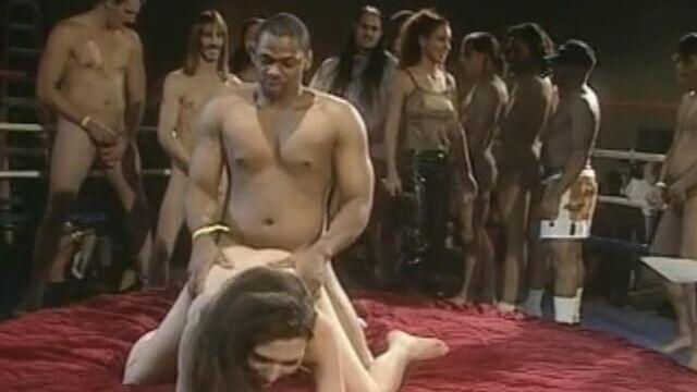 Мировой порно рекорд! 2000 парней на одну девушку (1 день)