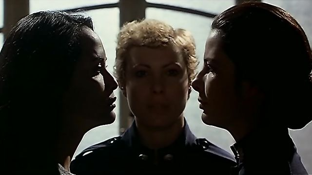 Черная Эммануэль: Бунт в женской тюрьме (1982) с русским переводом