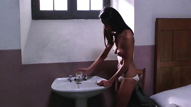 Эротический фильм Эммануэль: Насилие в женской тюрьме (с русским переводом)