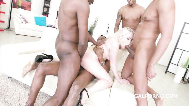4 больших черных члена терзают во все щели красотку Лолу Тейлор