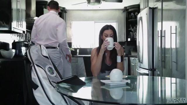 Неудобная любовница / An Inconvenient Mistress (порнофильм с русским переводом)