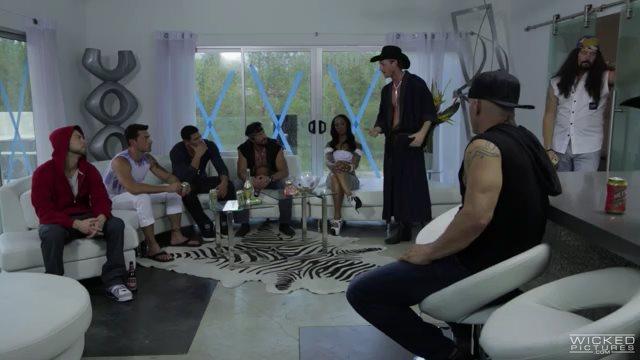 Волшебный Майк XXXL (полнометражный порнофильм с русским переводом)